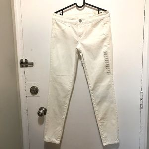 American Eagle white stretch 6 regular jeans